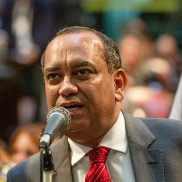 Ministro Alexandre de Moraes anula julgamento do TRE e mantém mandato do deputado Max Lemos