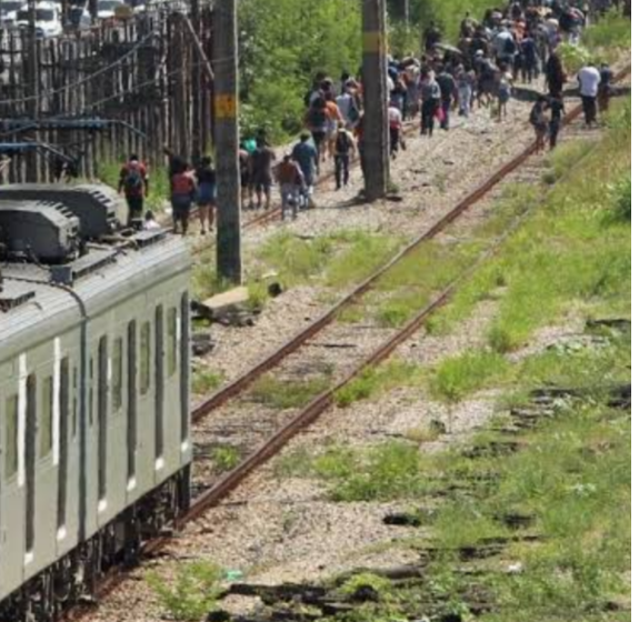 RJ:Armados com granada, traficantes invadem trem da Supervia