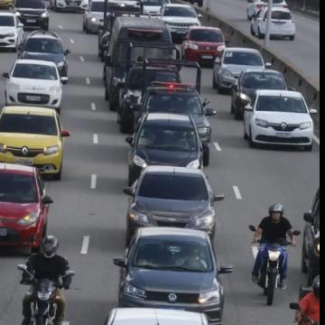 Aplicativos de transporte terão de pagar taxa para uso do sistema viário no rio;mobilidade urbana e sobrecarga