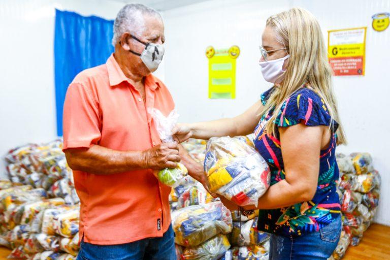 """Belford Roxo:""""Famílias de alunos da rede municipal de ensino recebem kit alimentares"""""""