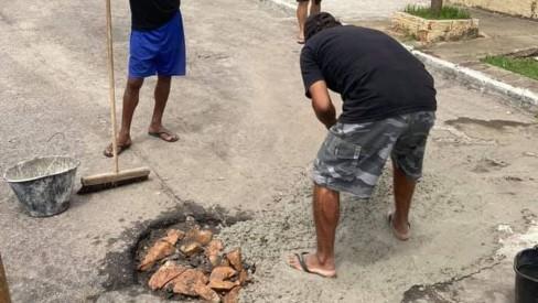 """S.O.S Pero:''Moradores de Cabo Frio-RJ cansam de esperar e fazem mutirão tapa-buraco"""""""