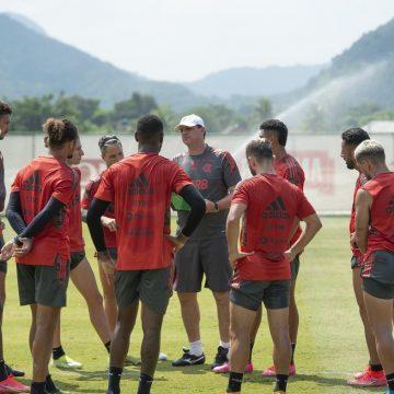 Flamengo inicia trabalho com grupo completo, e Ceni mantém Arão na zaga; veja destaques