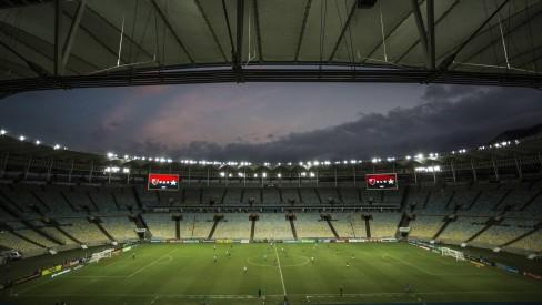"""PAROU:""""Rio e Niterói proíbem jogos de futebol a partir de sexta-feira"""""""