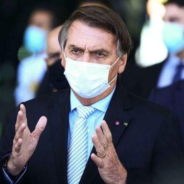 Após um ano de pandemia, Bolsonaro anuncia comitê para coordenar ações