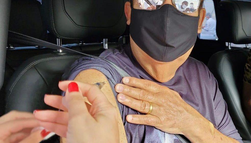 Faustão toma a vacina contra a Covid-19