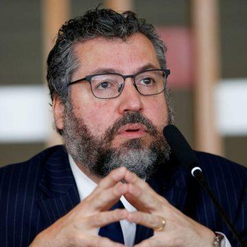 Ministro Ernesto Araújo decide pedir demissão do cargo