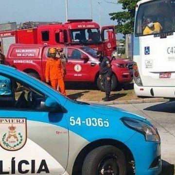 Ex-marido acorrenta a mulher em passarela do BRT Alvorada