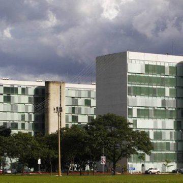 Além de Ernesto Araújo, Centrão mira outros ministros e quer reforma ampla