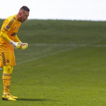 Em jogaço, Fla vence Palmeiras nos pênaltis e é campeão da Supercopa.