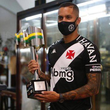 """Romulo é apresentado de volta ao Vasco e afirma: """"Um dos dias mais felizes da minha vida"""""""