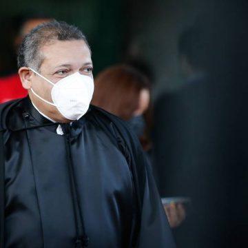 Para especialistas, decisão de Nunes Marques de liberar cultos e missas contraria definição de plenário do STF