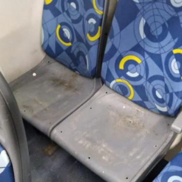 """Tá feia a coisa:""""Criminosos roubam até assentos de ônibus na Zona Norte"""""""