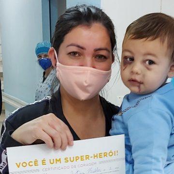 Bebê ferido em ataque a creche de SC recebe alta médica no Dia das Mães; 'Dia mais feliz da minha vida', escreveu a mãe nas redes sociais
