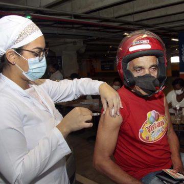 Nova Iguaçu vai vacinar, nesta semana, pessoas com comorbidades de 54 a 56 anos e profissionais da educação da mesma faixa etária