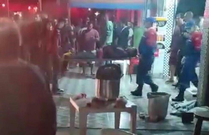 Sete pessoas são baleadas em bar enquanto assistiam a jogo do Flamengo