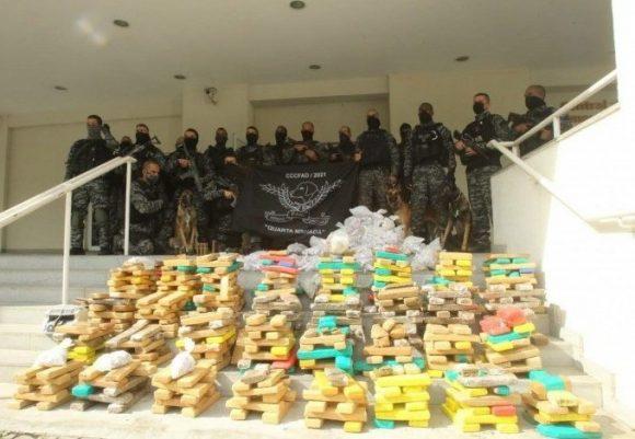 Polícia apreende mais de uma tonelada de drogas durante megaoperação no Rio