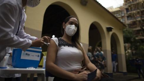 Confira o calendário de vacinação do Rio e de outras cidades fluminenses desta semana