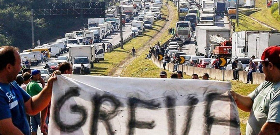 Greve indeterminada dos caminhoneiros, a partir de 25 de julho, contra o aumento nos preços dos combustíveis praticados pela Petrobras