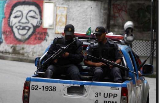 Policiamento é reforçado no Leme após encontro de três corpos no Chapéu Mangueira