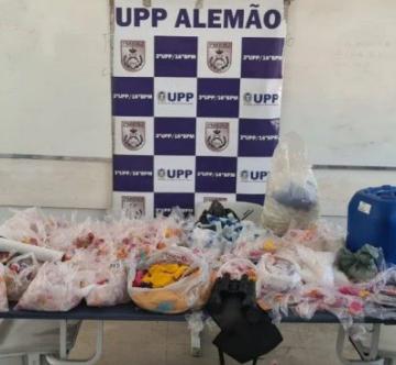 """FIM DE LINHA:""""PM descobre refinaria de drogas no Complexo do Alemão"""""""