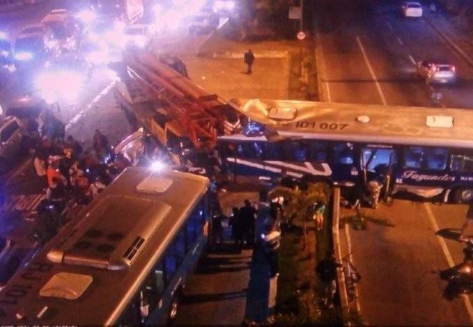 Acidente grave deixa pelo menos um morto e 11 feridos em Niterói