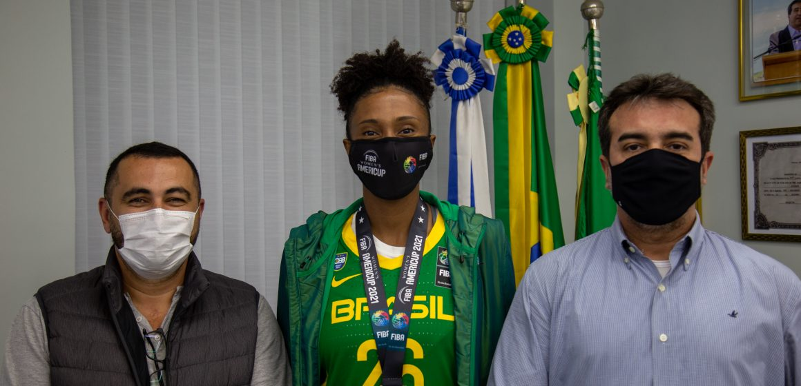 Medalhista, Thayná Silva visita Jorge Miranda
