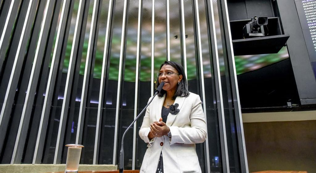 Senado aprova projeto de Rosangela Gomes que combate a violência política contra mulher