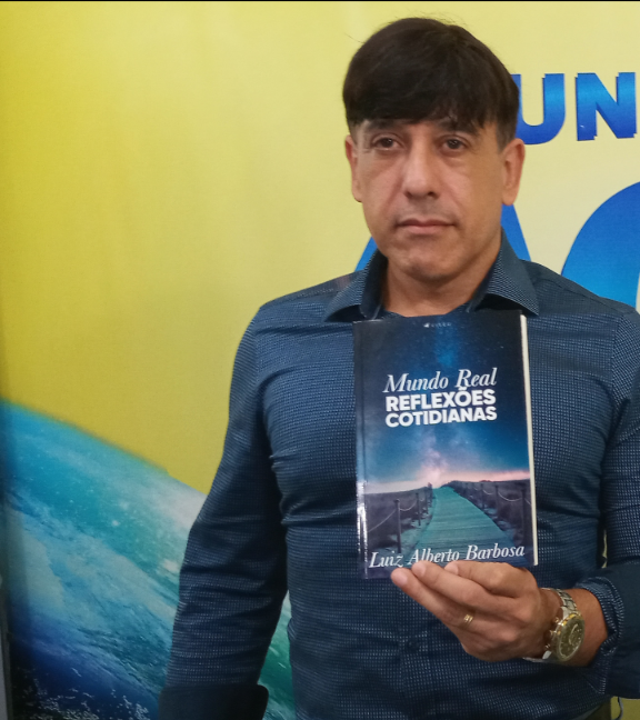 Lançamento do livro mundo real reflexões cotidianas por Luiz Alberto Barbosa.