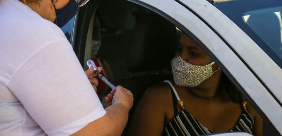 Pessoas a partir de 39 anos são vacinadas nesta quinta-feira em Mesquita