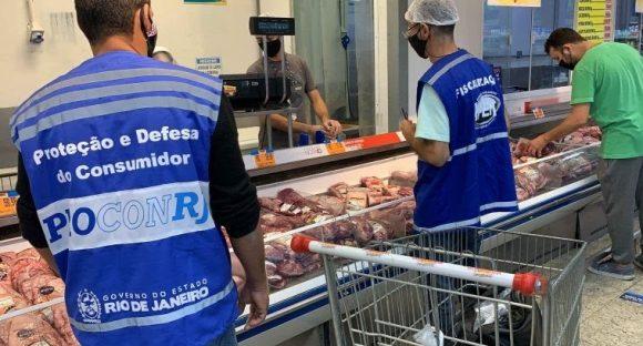Alimentos impróprios para o consumo propaganda enganosa; Procon solta a caneta nos supermercados
