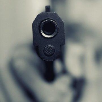 Arma de fogo é usada em 51% dos homicídios de mulheres em 20 anos