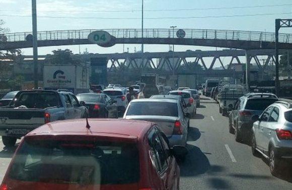Motoristas de aplicativos em suposto protesto podem ingessar o trânsito já complicado da Avenida Brasil na quarta-feira