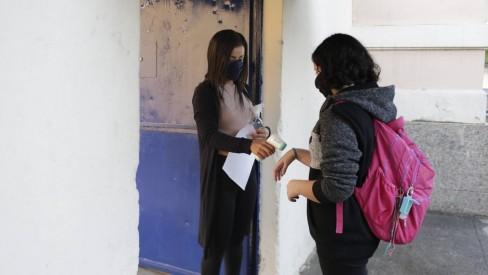Alunos da rede municipal de ensino voltam às escolas e têm cartão-alimentação suspenso com retorno da merenda