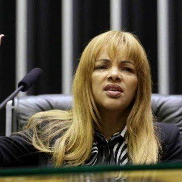 Câmara cassa mandato de deputada Flordelis por ampla maioria