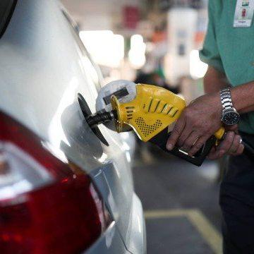 Preço médio da gasolina no país chega a R$ 6,103, diz pesquisa