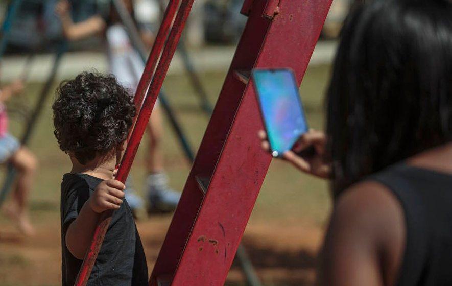 """ALERTA:""""Exposição de crianças nas redes cresce na pandemia e vira até fonte de renda"""""""