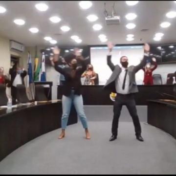 """VEREADORES ENTRARAM NA DANÇA:""""Câmara de Nova Friburgo explica que vídeo com vereadores dançando foi tirado do contexto"""""""