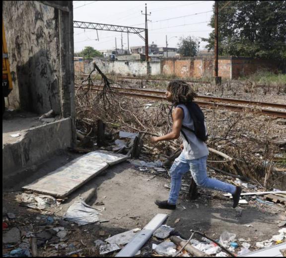 """TODOS OS DIAS:""""Além dos furtos, passagens clandestinas provocam transtornos no sistema ferroviário do Rio"""""""