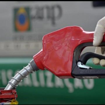 """DE NOVO:""""Gasolina em alta e preço médio sobe pela sexta semana seguida"""