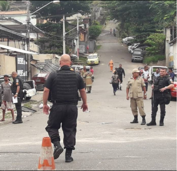 Guerra entre milícia e tráfico de drogas volta a deixar rastros de sangue no Quitungo