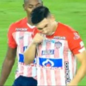 Jogadores do Junior Barranquilla viralizam ao cheirar substância em campo;assista o vídeo