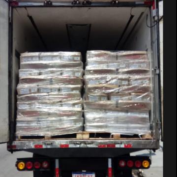Polícia apreende duas toneladas de drogas, 12 armas e munições em fundo falso de caminhão