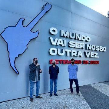 Copacabana ganha painel com contagem regressiva para o Rock in Rio