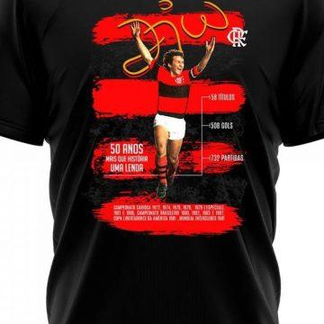 Loja lança camisa em homenagem aos 50 anos da estreia de Zico pelo Flamengo