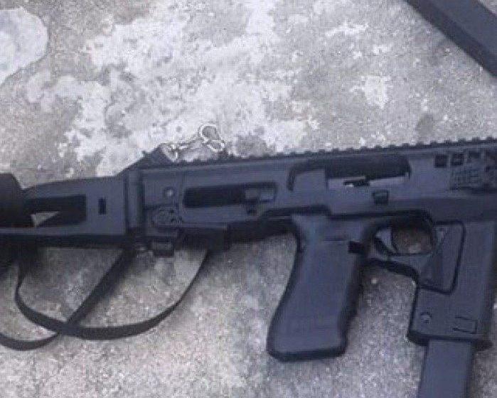 """NOVA IGUAÇU:""""Policiais prendem suspeito com arma e equipamento para transformar pistola em submetralhadora"""""""
