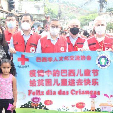 Cruz Vermelha de Nova Iguaçu promoveu festa no dia das Crianças fazendo distribuição de brinquedos no bairro do Cacuia em Austin