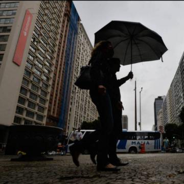 Fim de semana no Rio tem previsão de chuva com raios e ventos