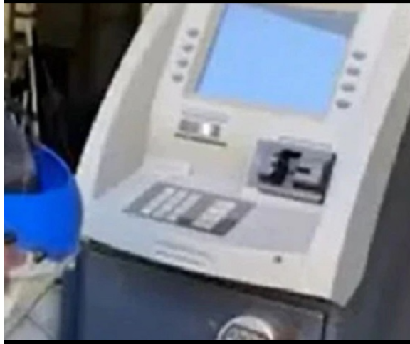 """SORTE NÉ!:""""Homens compram caixa eletrônico antigo e encontram cerca de R$ 11 mil"""""""