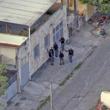 Polícia Militar realiza operação no Morro do Dezoito, na Zona Norte do Rio