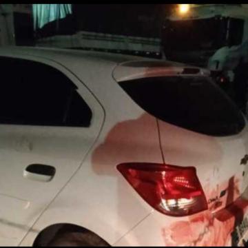 Mulher tem carro confundido com o de ladrões e veículo é alvejado pela PM